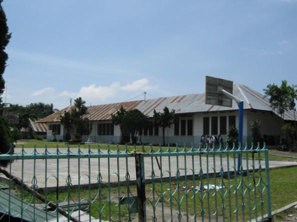 Halaman depan gedung sekolah SMAN 4