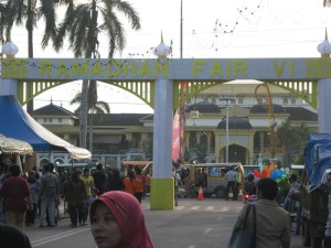 Gerbang Masuk Ramadhan Fair VI tampak di depan Istana Melayu Maimun