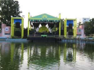Pentas panggung hiburan artis-artis dari ibukota Jakarta